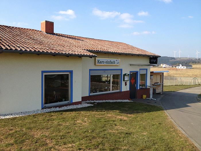 """Das Vereinshaus mit Vereinskneipe """"Karo einfach"""""""