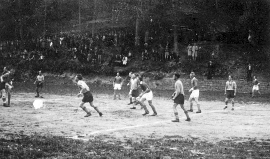 1955_Sportplatz_Hahn
