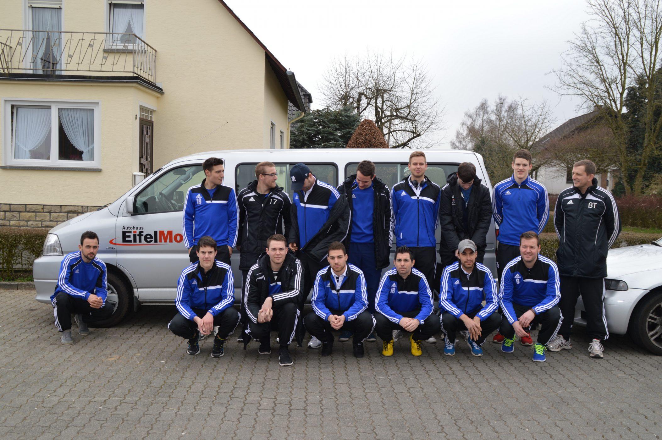 Autohaus Eifel Mosel unterstützt Fahrten zu Auswärtsspielen in der Rheinlandliga
